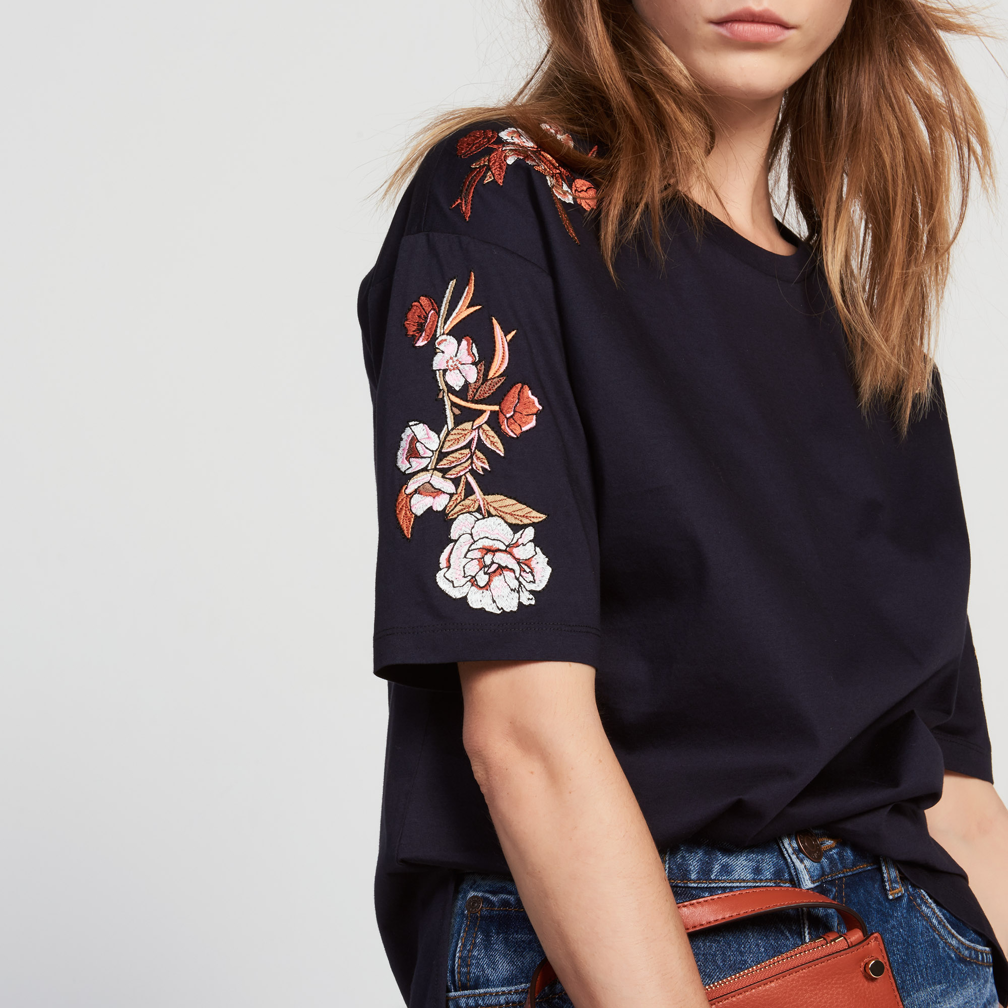 Cotton t shirt with floral embroidery nos produits